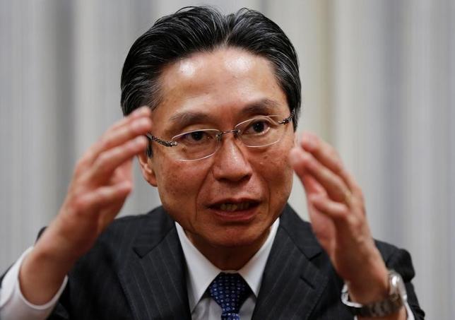 4月3日、全国銀行協会長に就任した三菱東京UFJ銀行の小山田隆頭取は、バーゼル銀行監督委員会が進めている金融規制見直し案の国際合意が遅れていることについて「グローバルな不確実性を高めており、早期の合意が望ましい」と語った。ロイターとのインタビューで27日撮影(2017年 ロイター/Toru Hanai)