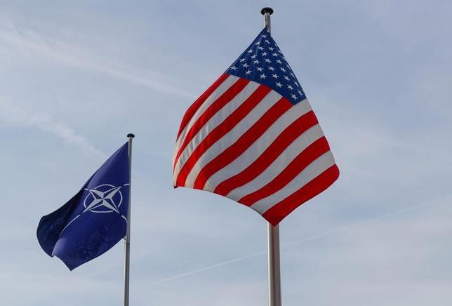 3月31日、北大西洋条約機構(NATO)は、外相理事会を開いた。ティラーソン米国務長官が就任後初めて出席し、各国に対し国防費の拡大を要請した。写真はブリュッセルで撮影(2017年 ロイター/Yves Herman)