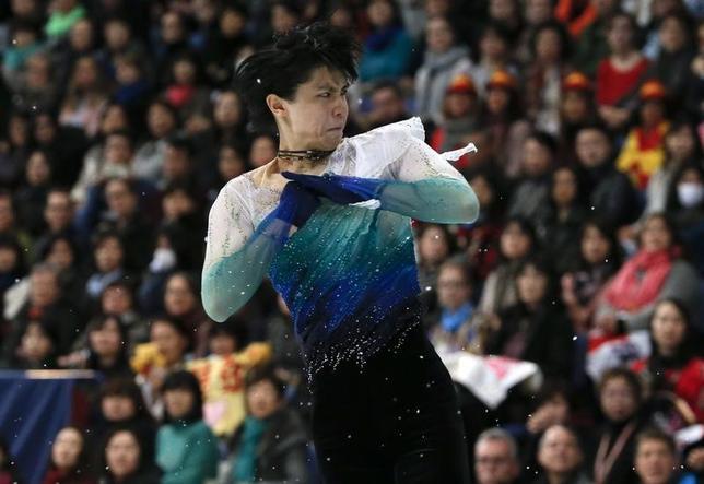 4月2日、フィギュアスケートの世界選手権男子で2度目の優勝を飾った22歳の羽生結弦は「五輪に向けて、ショートとフリーの両方で完璧に演技することが大切」と今後の課題を挙げた。1日撮影(2017年 ロイター/Grigory Dukor)