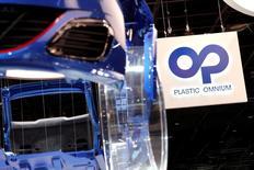 Plastic Omnium, qui est à suivre lundi à la Bourse de Paris, a annoncé vendredi avoir finalisé la cession au groupe américain FlexNGate de sept sites européens pour une valeur d'entreprise de 200 millions d'euros. /Photo d'archives/REUTERS/Benoît Tessier