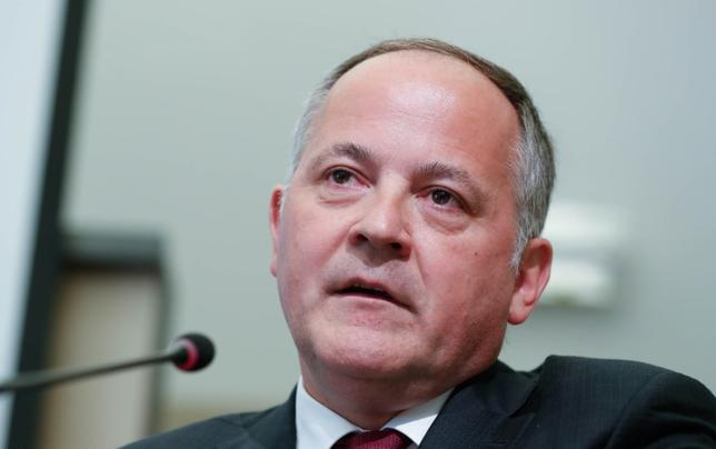 4月3日、欧州中央銀行(ECB)のクーレ専務理事(写真)はユーロ加盟国や他の経済主体は借り入れコストの上昇に備えるべきだとの考えを示した。3月撮影(2017年 ロイター/Yves Herman)