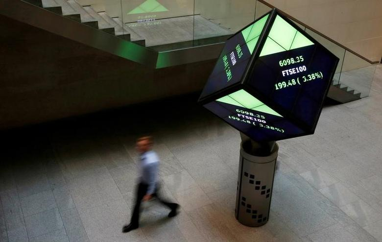 FILE PHOTO: A man walks through the lobby of the London Stock Exchange in London, Britain, August 25, 2015.      REUTERS/Suzanne Plunkett/File Photo