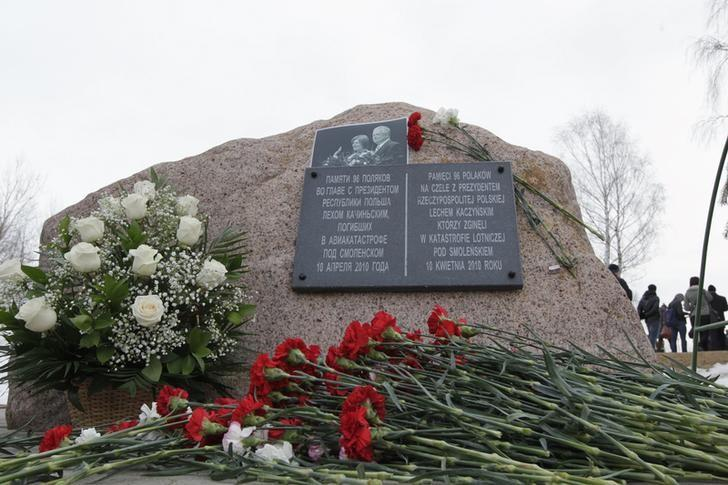 Flowers are placed by a memorial stone during a remembrance ceremony at the site of the 2010 plane crash that killed former Polish President Lech Kaczynski and 95 others near the Russian city of Smolensk, April 10, 2013. REUTERS/Vasily Fedosenko