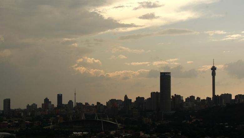 A silhouette of the city of Johannesburg is seen November 7, 2009. REUTERS/Siphiwe Sibeko
