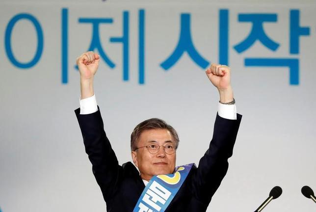 4月3日、韓国の朴槿恵大統領の罷免に伴う5月の大統領選に向けて、革新系の最大野党「共に民主党」は、文在寅前代表(写真)を党公認候補に選出した(2017年 ロイター/Kim Hong-Ji)