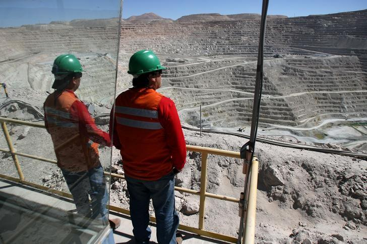 File Photo: Workers of BHP Billiton's Escondida, the world's biggest copper mine, are seen in front of the open pit, in Antofagasta, northern Chile March 31, 2008. Picture taken March 31, 2008. REUTERS/Ivan Alvarado/File Photo