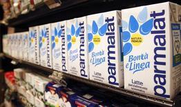 Le groupe laitier français Lactalis n'est pas parvenu à s'assurer une participation de 90% dans Parmalat qui était nécessaire pour poursuivre son projet de retirer le groupe alimentaire italien de la cote. /Photo d'archives/REUTERS/Max Rossi