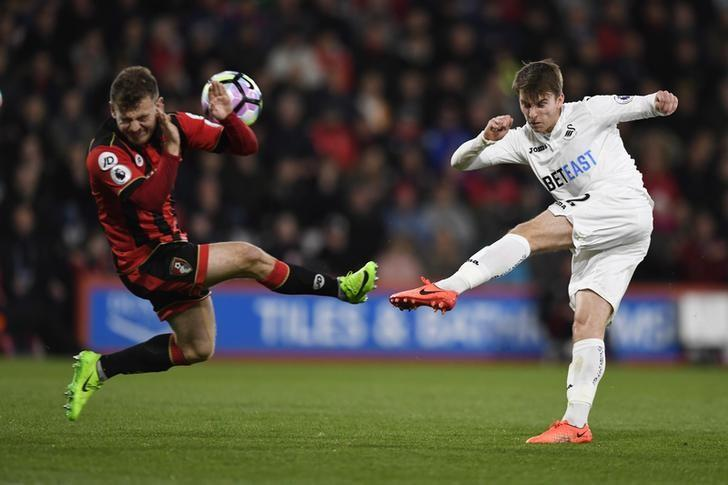 Britain Football Soccer - AFC Bournemouth v Swansea City - Premier League - Vitality Stadium - 18/3/17 Swansea City's Tom Carroll in action with Bournemouth's Ryan Fraser  Action Images via Reuters / Tony O'Brien Livepic