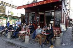 L'activité dans le secteur des services a encore accéléré en France en mars, enregistrant sa plus forte croissance depuis près de six ans. /Photo d'archives/REUTERS/Charles Platiau