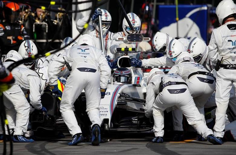 Formula One - F1 - Australian Grand Prix - Melbourne, Australia - 26/03/2017  - Williams driver Lance Stroll of Canada has a tyre change during during the Australian Formula One Grand Prix.  REUTERS/Brandon Malone
