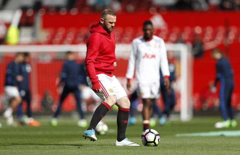 Britain Soccer Football - Manchester United v West Bromwich Albion - Premier League - Old Trafford - 1/4/17 Manchester United's Wayne Rooney warms up before the game Action Images via Reuters / Lee Smith Livepic