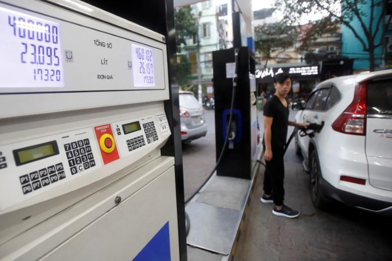 FILE PHOTO: A man pumps petrol for his car at a petrol station in Hanoi, Vietnam December 20, 2016. REUTERS/Kham/File Photo