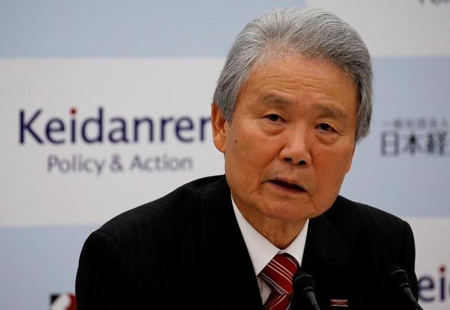 4月7日、財務省は、財政制度等審議会(財務相の諮問機関)の総会を開き、新たな会長に経団連の榊原定征会長(写真)を選んだ。写真は都内で1月撮影(2017年 ロイター/Toru Hanai)