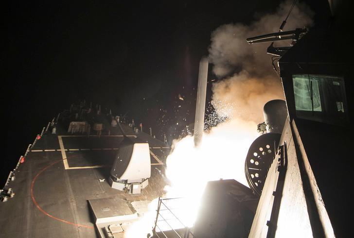2017年4月7日,美军在地中海出动驱逐舰向叙利亚发射巡航导弹。Robert S. Price/Courtesy U.S. Navy/Handout via REUTERS