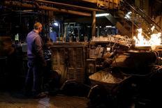 La production industrielle de la France a baissé pour le troisième mois consécutif en février, s'inscrivant en repli de 1,6%, un mouvement qui a touché tous les grands secteurs à l'exception notable de l'agroalimentaire. /Photo prise le 10 mars 2017/REUTERS/Benoit Tessier
