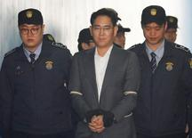 Samsung Group chief Jay Y. Lee arrives at a court in Seoul, South Korea, April 7, 2017.   REUTERS/Kim Hong-Ji