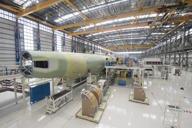 FILE PHOTO: An Airbus A321 is being assembled in the final assembly line hangar at the Airbus U.S. Manufacturing Facility in Mobile, Alabama September 13, 2015. REUTERS/Michael Spooneybarger