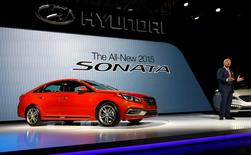 FILE PHOTO: Dave Zuchowski, President and CEO of Hyundai North America, introduces the 2015 Hyundai Sonata at the New York International Auto Show in New York City, April 16, 2014.  REUTERS/Mike Segar/File Photo