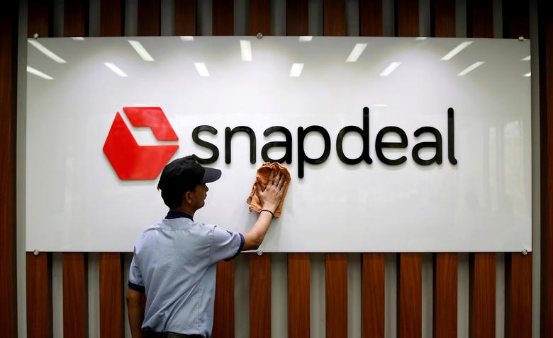 FILE PHOTO: An employee cleans a Snapdeal logo at its headquarters in Gurugram on the outskirts of New Delhi, India April 3, 2017. REUTERS/Adnan Abidi