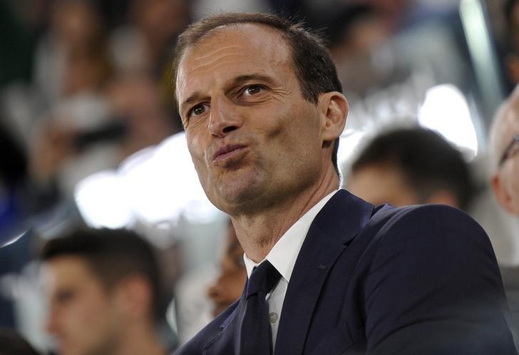 Football Soccer - Juventus v Chievo Verona - Italian Serie A - Juventus Stadium, Turin, Italy - 8/04/17  Juventus'  coach Massimiliano Allegri looks on before the match. REUTERS/Giorgio Perottino