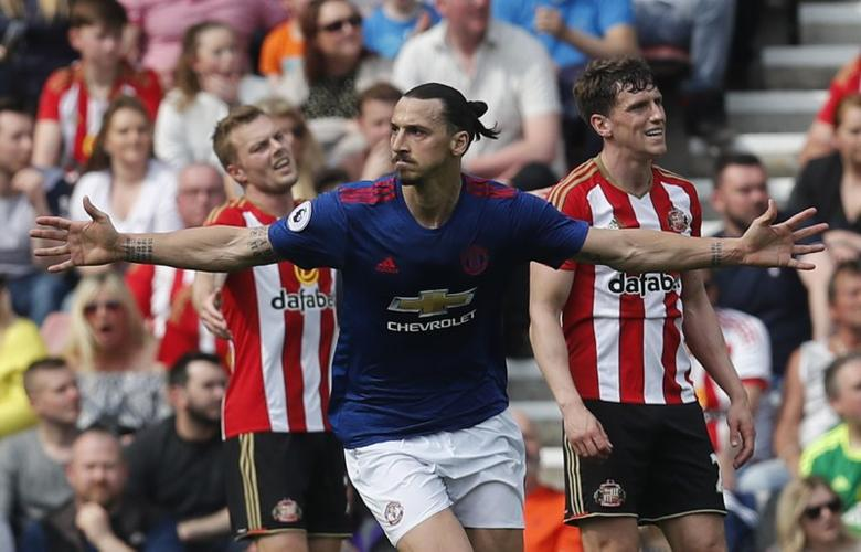 Britain Football Soccer - Sunderland v Manchester United - Premier League - Stadium of Light - 9/4/17 Manchester United's Zlatan Ibrahimovic celebrates scoring their first goal  Reuters / Russell Cheyne