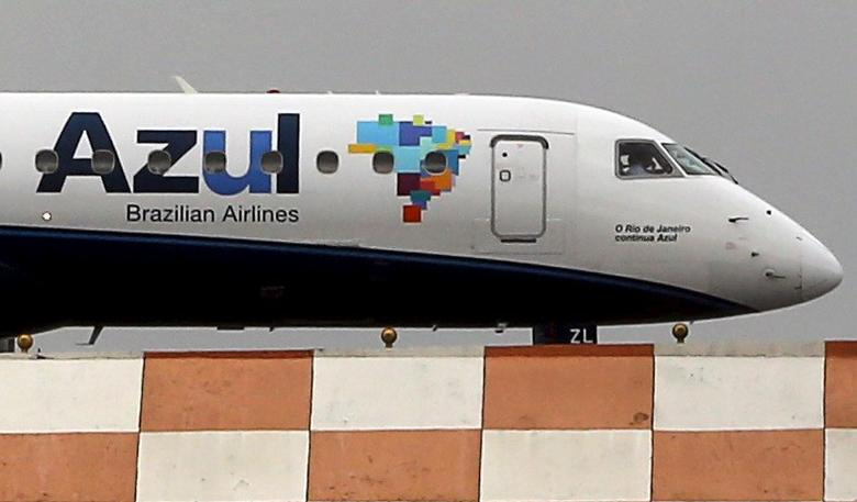 FILE PHOTO: An Azul aircraft prepares for departure at Congonhas airport in Sao Paulo, Brazil, November 24, 2015. REUTERS/Paulo Whitaker
