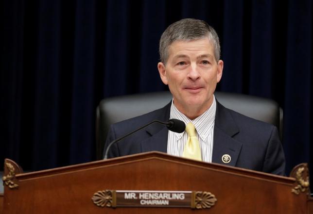 4月11日、米下院金融委員会は、金融規制の撤廃に向けた新たな法案を月末までに公表する。写真は同委員会のヘンサリング委員長。2016年11月撮影(2017年 ロイター/Joshua Roberts)