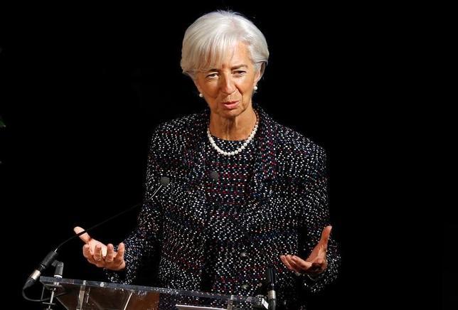 4月12日、IMFのラガルド専務理事(写真)は、世界経済の回復の勢いは増しているものの、保護主義の台頭が世界貿易の脅威となっており、回復の勢いを削ぐ可能性があるとの見方を示した。写真は12日ブリュッセルで撮影(2017年 ロイター/Francois Lenoir)
