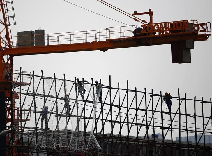 资料图片:2014年5月,中国北京,一处建设工地。REUTERS/Kim Kyung-Hoon