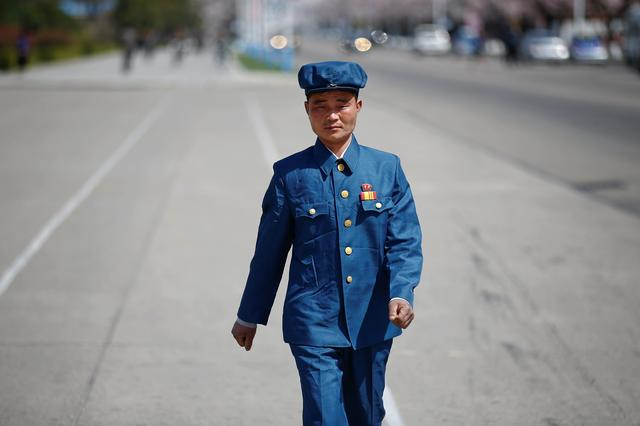 A man wears a pin with pictures of former North Korean leaders Kim Il-sung and Kim Jong-il in central Pyongyang, North Korea April 12, 2017. REUTERS/Damir Sagolj     TPX IMAGES OF THE DAY
