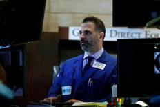 La Bourse de New York a de nouveau fini en baisse modérée mercredi. L'indice Dow Jones a cédé 0,29%. Le S&P-500, plus large, a perdu 0,38%. Le Nasdaq Composite a reculé de son côté de 0,52%. /Photo prise le 30 mars 2017/REUTERS/Brendan McDermid