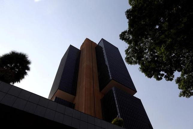 4月12日、ブラジル中央銀行(写真)は、政策金利を12.25%から11.25%に引き下げることを全会一致で決定した。2016年9月撮影(2017年 ロイター/Adriano Machado)