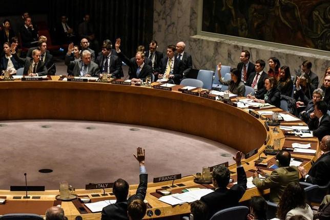 4月12日、国連安全保障理事会は、シリアで前週起きた化学兵器による攻撃を非難し、アサド政権にこの件で調査に協力するよう求める決議案を否決した。(2017年 ロイター/Stephanie Keith)