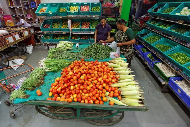 A woman buys vegetables at a food superstore in Ahmedabad, India October 13, 2016. REUTERS/Amit Dave/File Photo
