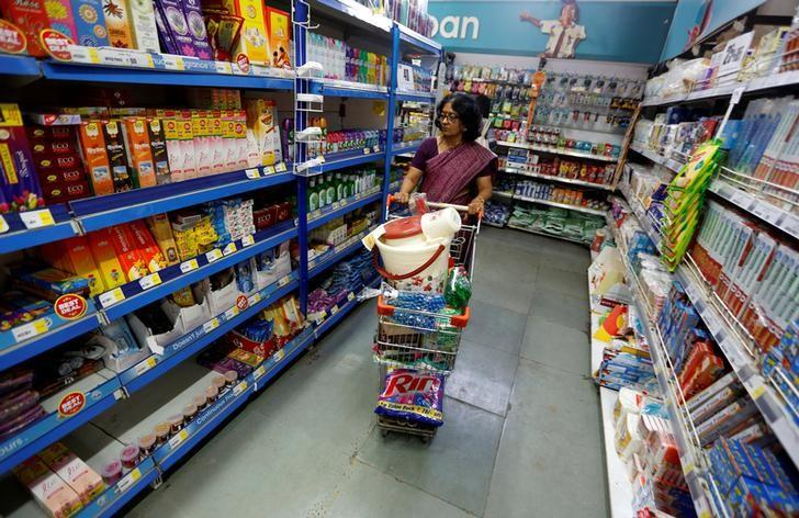 A woman wheels a shopping trolley at a food superstore in Ahmedabad, India October 13, 2016. REUTERS/Amit Dave/File Photo