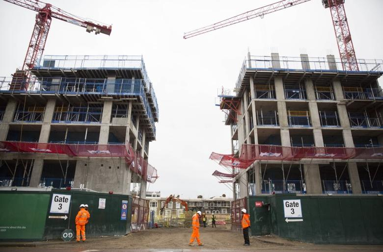 Builders stand at the Elephant Park construction project in Elephant and Castle south London.  REUTERS/Neil Hall