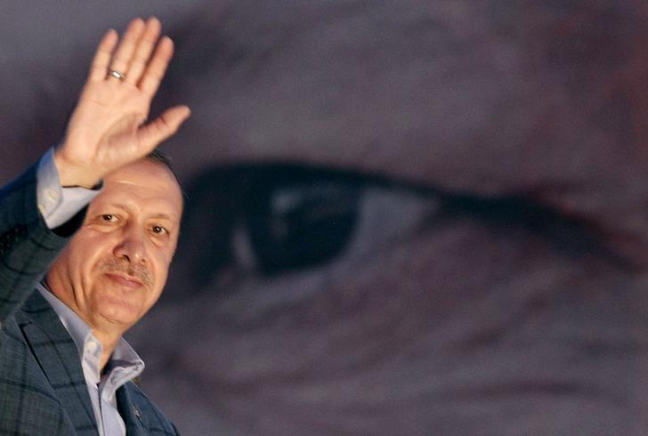 Turkey's Prime Minister Tayyip Erdogan waves to the crowd in Istanbul August 10, 2014. REUTERS/Osman Orsal/Files