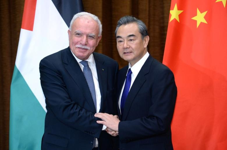 Chinese Foreign Minister Wang Yi (R) shakes hands with his Palestinian counterpart Riyad Al-Maliki ahead of their meeting at the Ministry of Foreign Affairs in Beijing, China April 13, 2017. REUTERS/Parker Song/Pool