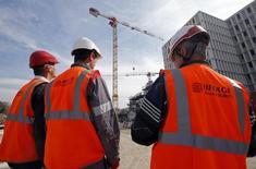 La société du Grand Paris a annoncé vendredi l'attribution d'un troisième méga-contrat pour la construction du futur métro automatique qui fera le tour de la capitale, octroyé cette fois à un groupement piloté par Eiffage pour un montant de 795 millions d'euros hors taxes. /Photo d'archives/REUTERS/Jean-Paul Pelissier