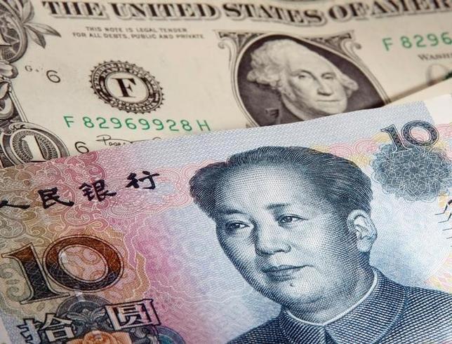 4月14日、米財務省は半期の為替報告書を公表し、トランプ大統領が選挙中から主張していた中国など主要貿易相手国の「為替操作国」認定を見送った。ワルシャワで2011年1月撮影(2016年 ロイター/KACPER PEMPEL)