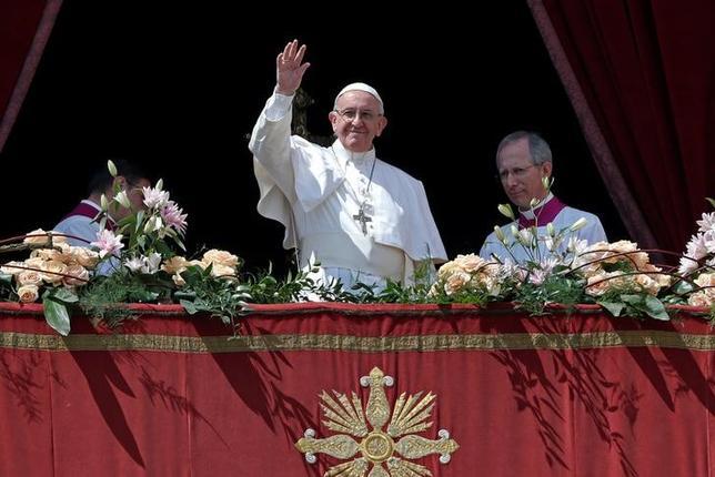 4月16日、ローマ法王フランシスコはサン・ピエトロ広場で就任から5回目となる復活祭のミサを執り行った。ロンドンやストックホルムでの攻撃事件を受け、異例の厳戒態勢のなか行われたミサで、法王は「圧政」を非難するとともに、世界の指導者に衝突を避けるため自制を求めた(2017年 ロイター/Stefano Rellandini )