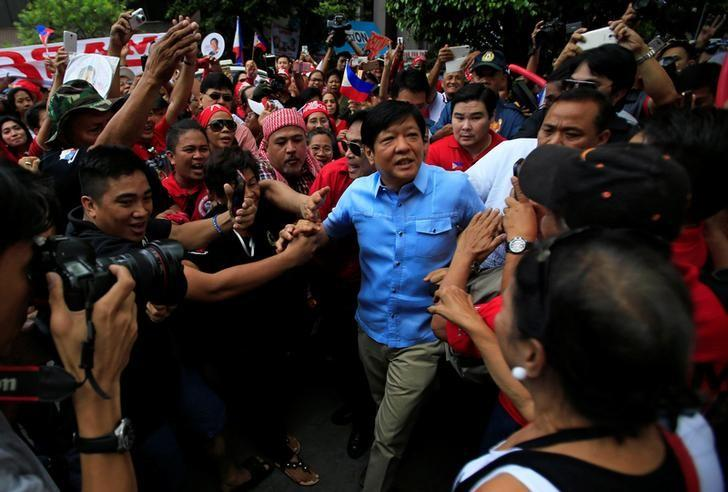 Former senator Ferdinand ''Bongbong'' Marcos Jr and son of late former dictator Ferdinand Marcos is greeted by his supporters upon his arrival at the Supreme Court in metro Manila, Philippines April 17, 2017. REUTERS/Romeo Ranoco