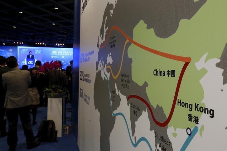 """2016年1月18日,中国香港,亚洲金融论坛上展示的""""一带一路""""示意图。REUTERS/Bobby Yip"""
