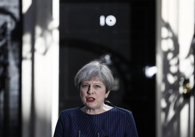 4月18日、英国のメイ首相は6月8日に総選挙を前倒し実施する意向を表した(2017年 ロイター/Stefan Wermuth)