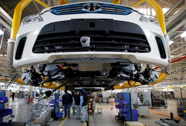 FILE PHOTO: Employees work on an assembly line producing electronic cars at a factory of Beijing Electric Vehicle, funded by BAIC Group, in Beijing, China, January 18, 2016. REUTERS/Kim Kyung-Hoon/File Photo