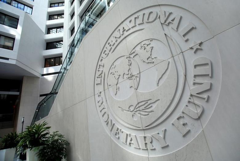资料图片:2016年10月,国际货币基金组织(IMF)总部内的组织标识。REUTERS/Yuri Gripas