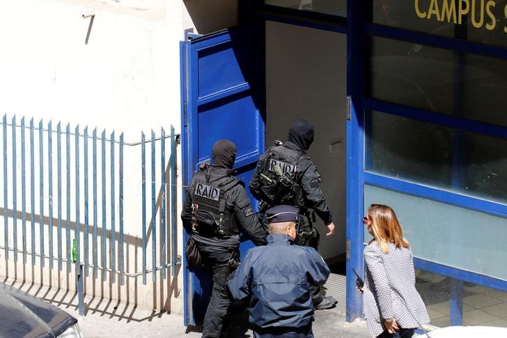 French police and members of special Police units RAID conduct an investigation after two Frenchmen were arrested in Marseille, France, April 18, 2017 for planning to carry out an ''imminent and violent attack'' ahead of the first round of the presidential election on Sunday, France's interior minister said.   REUTERS/Philippe Laurenson