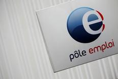 Les entreprises françaises prévoient de recruter 1.976.500 personnes en 2017, soit 149.000 ou 8% de plus qu'en 2016, selon une enquête annuelle de Pôle Emploi. /Photo d'archives/REUTERS/Christian Hartmann