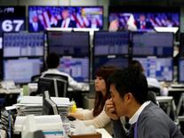 La Bourse de Tokyo a fini proche de l'équilibre jeudi, ayant abandonné dans la dernière demi-heure d'échanges les gains engrangés en début de séance. L'indice Nikkei, qui a gagné jusqu'à 0,49% en matinée, a fini sur un recul symbolique de 1,71 point (-0,01%) à 18.430,49 tandis que le Topix, plus large, prenait 1,39 point (+0,09%) à 1.472,81. /Photo prise le 9 novembre 2016/REUTERS/Toru Hanai