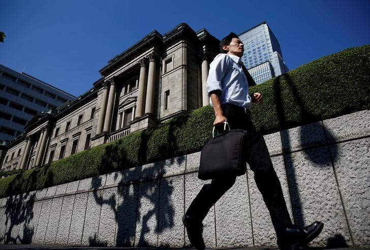 A man runs past the Bank of Japan (BOJ) building in Tokyo, Japan, July 29, 2016.   REUTERS/Kim Kyung-Hoon/File Photo